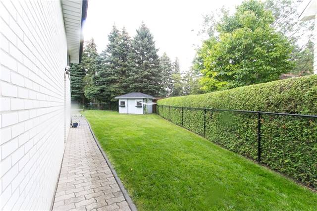 Detached at 173 Mill Pond Crt, Richmond Hill, Ontario. Image 6
