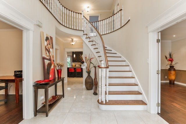 Detached at 31 Gatcombe Circ, Richmond Hill, Ontario. Image 12