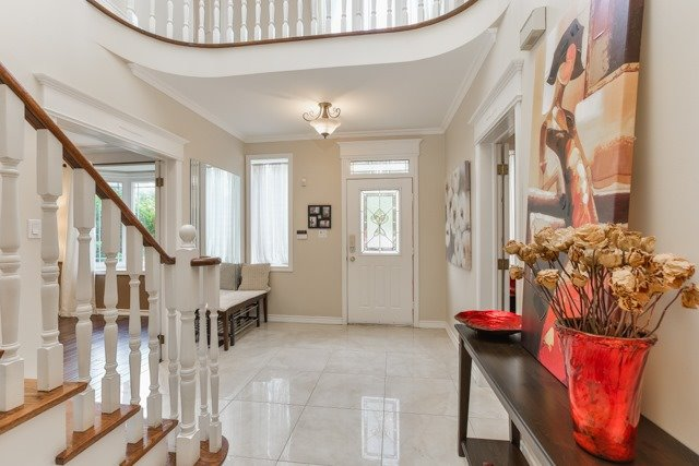Detached at 31 Gatcombe Circ, Richmond Hill, Ontario. Image 14