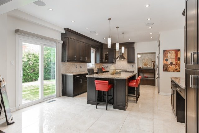 Detached at 31 Gatcombe Circ, Richmond Hill, Ontario. Image 2