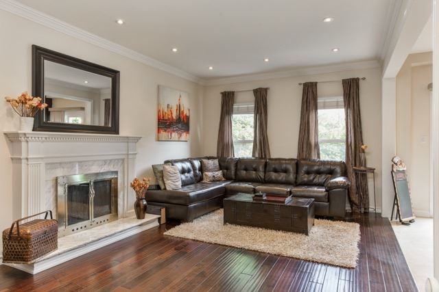 Detached at 31 Gatcombe Circ, Richmond Hill, Ontario. Image 4