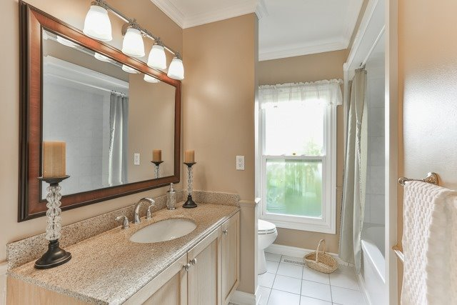 Detached at 31 Gatcombe Circ, Richmond Hill, Ontario. Image 10