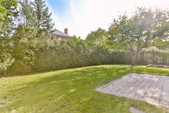 Detached at 31 Gatcombe Circ, Richmond Hill, Ontario. Image 13