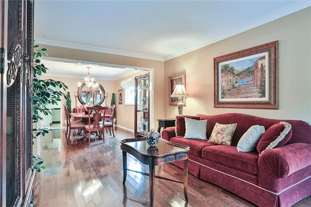 Detached at 32 Valleyview Rd, Markham, Ontario. Image 16