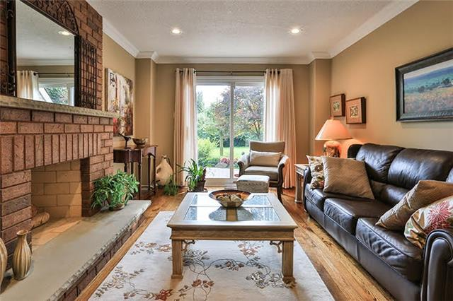 Detached at 32 Valleyview Rd, Markham, Ontario. Image 2