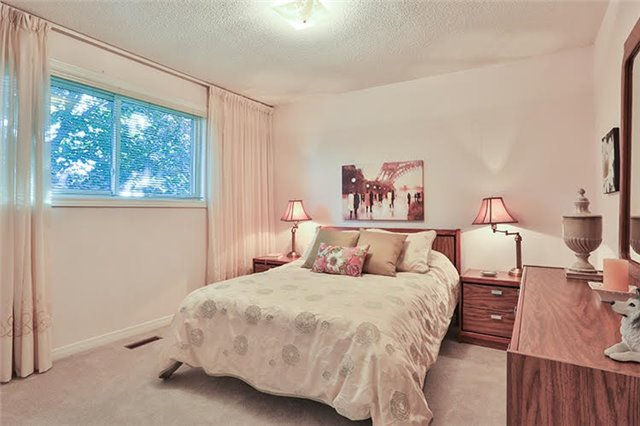 Detached at 32 Valleyview Rd, Markham, Ontario. Image 5