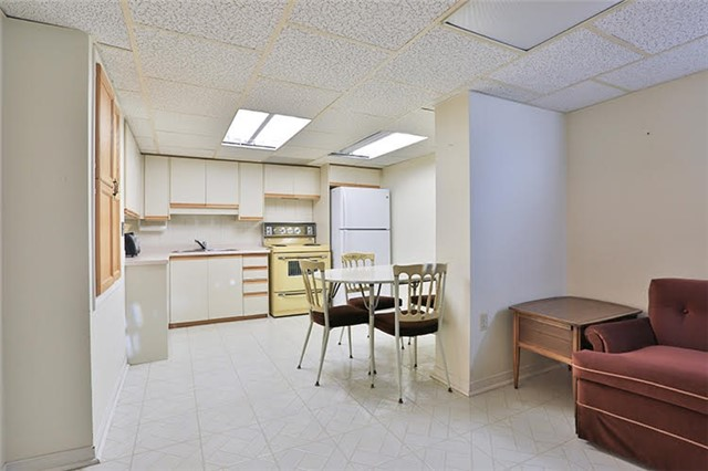 Detached at 32 Valleyview Rd, Markham, Ontario. Image 7