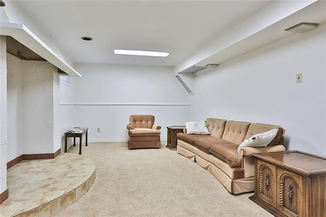 Detached at 32 Valleyview Rd, Markham, Ontario. Image 8