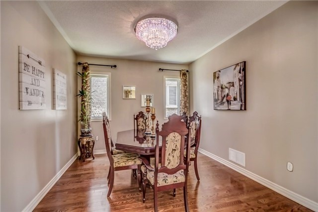 Detached at 17 Batchford Cres, Markham, Ontario. Image 17