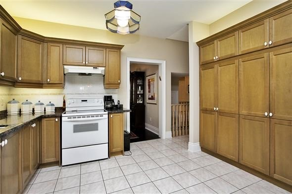 Detached at 771 Highland Blade Rd, Newmarket, Ontario. Image 18