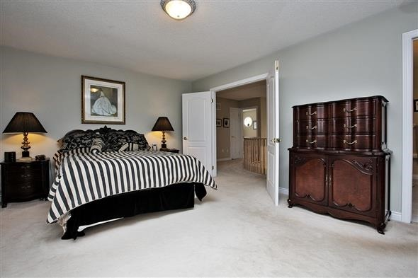 Detached at 771 Highland Blade Rd, Newmarket, Ontario. Image 20