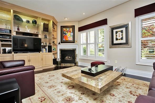 Detached at 771 Highland Blade Rd, Newmarket, Ontario. Image 3