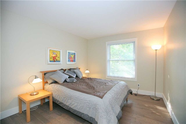 Detached at 709 Allan Ave, Newmarket, Ontario. Image 3