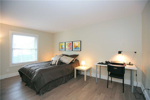 Detached at 709 Allan Ave, Newmarket, Ontario. Image 4
