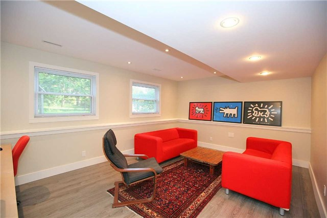 Detached at 709 Allan Ave, Newmarket, Ontario. Image 11