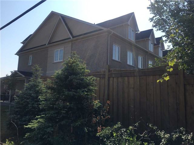 Townhouse at 47 Maffey Cres, Richmond Hill, Ontario. Image 4