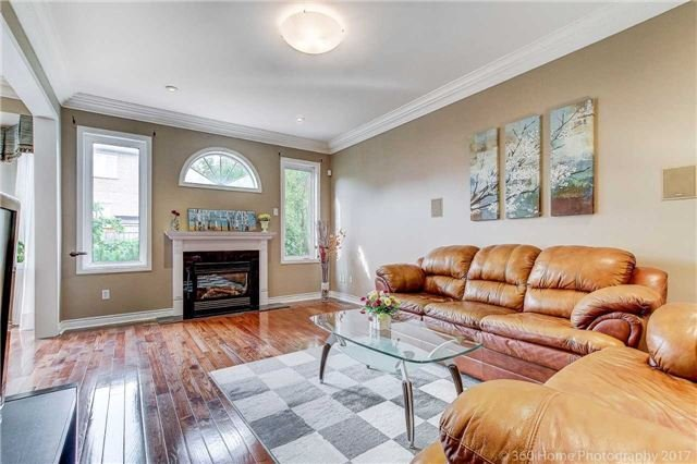 Detached at 33 Donhaven Rd, Markham, Ontario. Image 2