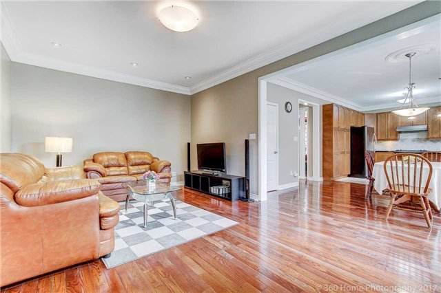 Detached at 33 Donhaven Rd, Markham, Ontario. Image 3