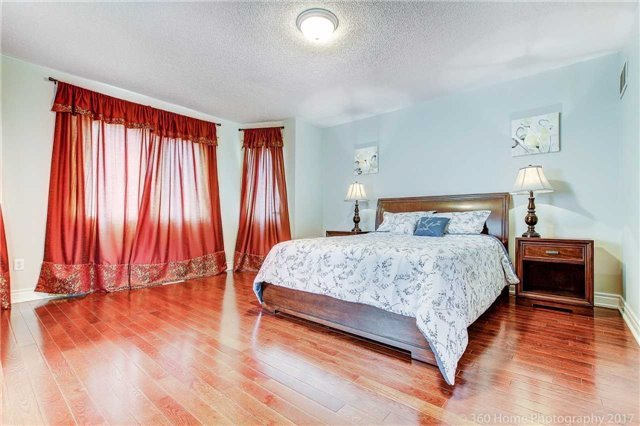 Detached at 33 Donhaven Rd, Markham, Ontario. Image 4