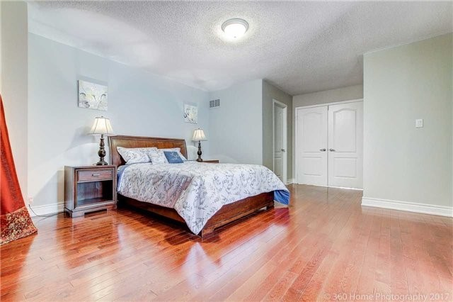 Detached at 33 Donhaven Rd, Markham, Ontario. Image 5