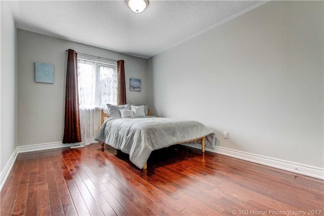 Detached at 33 Donhaven Rd, Markham, Ontario. Image 8