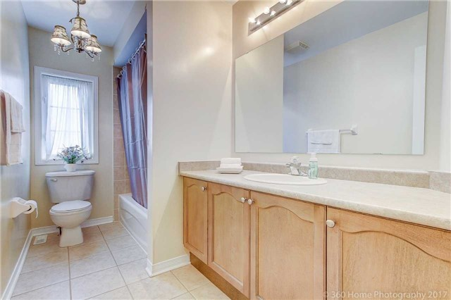 Detached at 33 Donhaven Rd, Markham, Ontario. Image 10