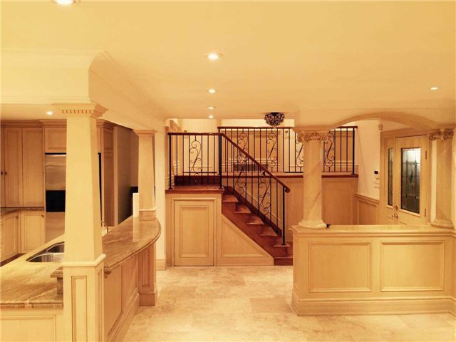 Detached at 1 Raymond Dr, Vaughan, Ontario. Image 11