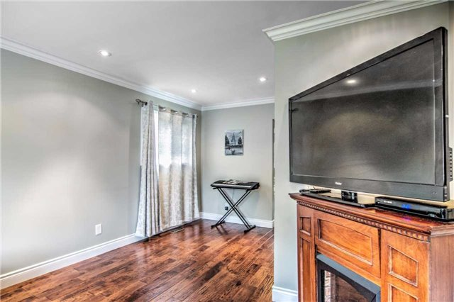 Detached at 140 The Queensway South Ave S, Georgina, Ontario. Image 14
