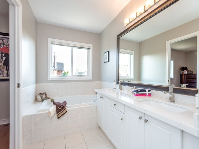Townhouse at 78 Cedarcrest Cres, Richmond Hill, Ontario. Image 4