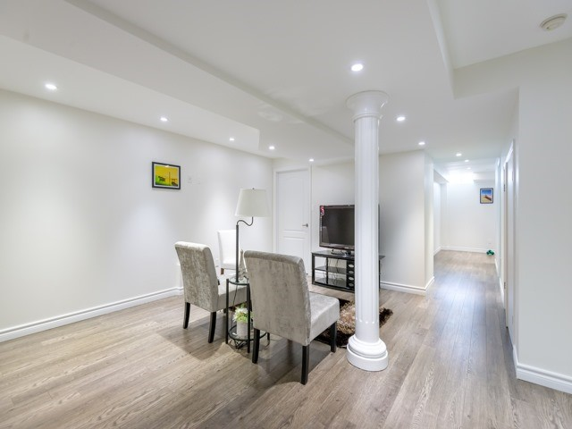 Townhouse at 78 Cedarcrest Cres, Richmond Hill, Ontario. Image 8