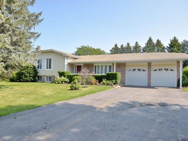 Detached at 24 Oxtoby Lane, Uxbridge, Ontario. Image 1