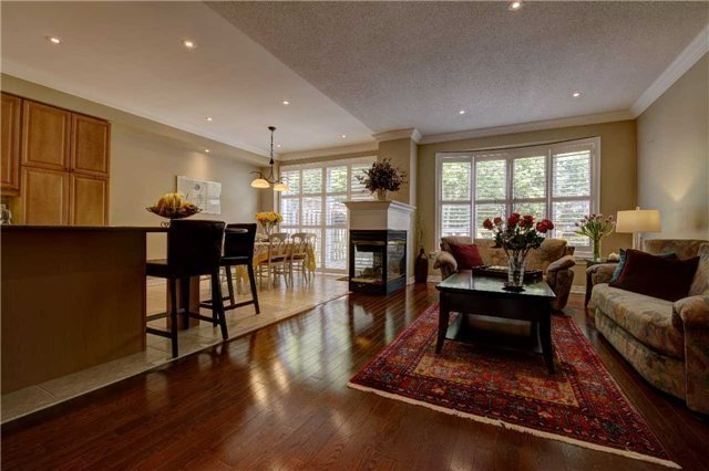 Link at 32 Carriage House Crt, Richmond Hill, Ontario. Image 3