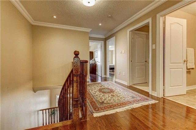 Link at 32 Carriage House Crt, Richmond Hill, Ontario. Image 4