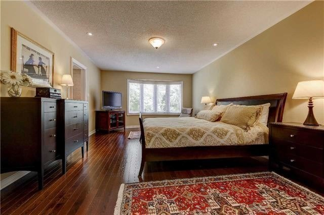Link at 32 Carriage House Crt, Richmond Hill, Ontario. Image 5