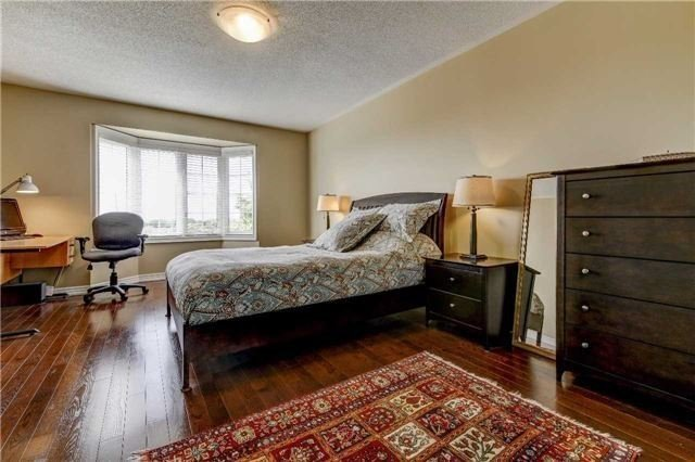 Link at 32 Carriage House Crt, Richmond Hill, Ontario. Image 7