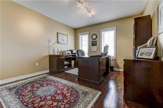 Link at 32 Carriage House Crt, Richmond Hill, Ontario. Image 8