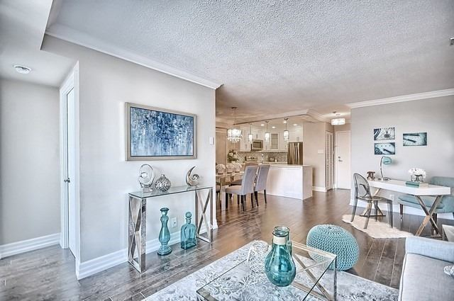 Condo Apartment at 22 Clarissa Dr, Unit 707, Richmond Hill, Ontario. Image 2