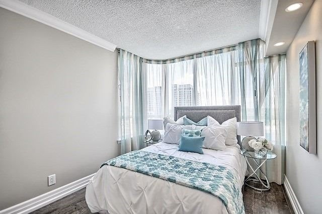 Condo Apartment at 22 Clarissa Dr, Unit 707, Richmond Hill, Ontario. Image 7