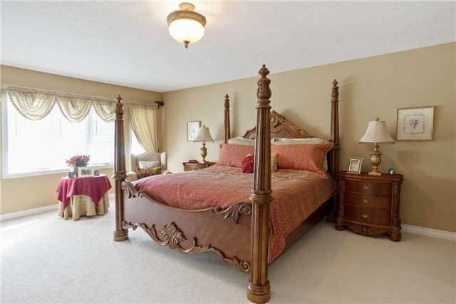 Detached at 698 Gagnon Pl, Newmarket, Ontario. Image 3