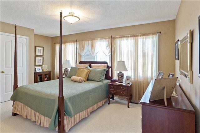Detached at 698 Gagnon Pl, Newmarket, Ontario. Image 4