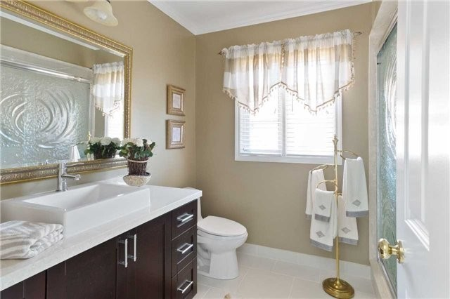 Detached at 698 Gagnon Pl, Newmarket, Ontario. Image 5