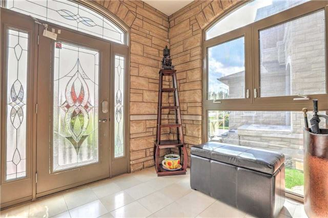 Detached at 28 Heirloom St, Richmond Hill, Ontario. Image 12