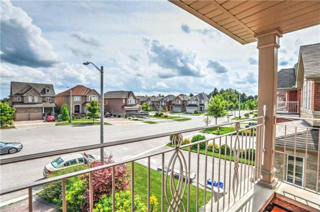 Detached at 28 Heirloom St, Richmond Hill, Ontario. Image 4