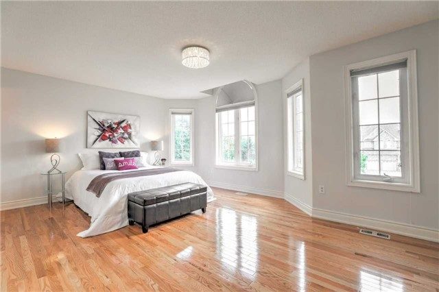 Detached at 28 Heirloom St, Richmond Hill, Ontario. Image 9