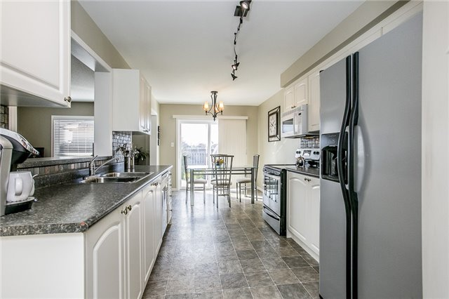 Detached at 1347 Corm St, Innisfil, Ontario. Image 2