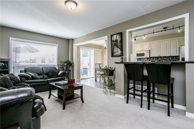 Detached at 1347 Corm St, Innisfil, Ontario. Image 3