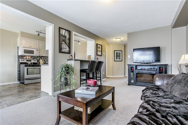 Detached at 1347 Corm St, Innisfil, Ontario. Image 4