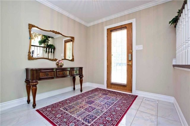 Detached at 81 Dawn Hill Tr, Markham, Ontario. Image 12