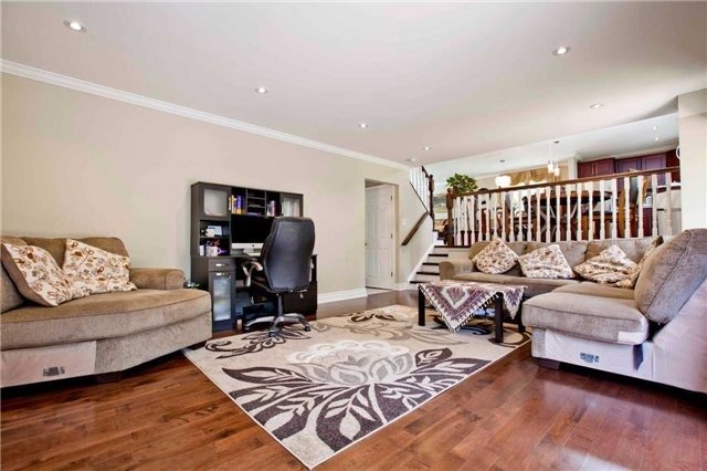 Detached at 81 Dawn Hill Tr, Markham, Ontario. Image 14