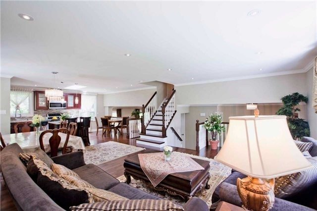 Detached at 81 Dawn Hill Tr, Markham, Ontario. Image 15